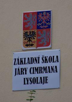 Lysolaje,_Žákovská_3,_ZŠ_Járy_Cimrmana,_cedule