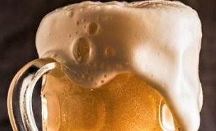 tasting_beer_foam